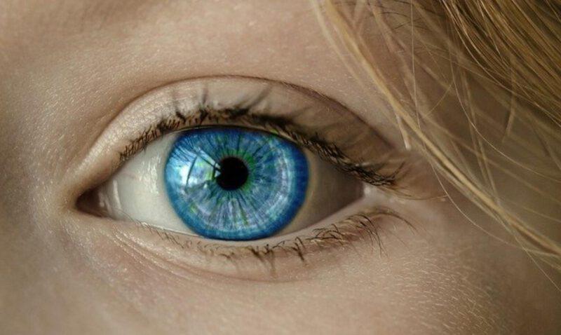 Jak wybrać soczewki kontaktowe? 3 rzeczy, o których warto pamiętać